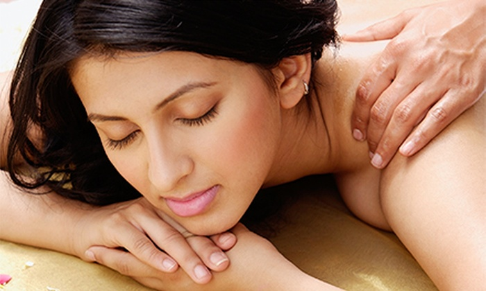 Hue Spa & Clinic - Willowdale: $35 for a 60-Minute Detox Deep-Tissue Massage with Aromatic Oils and Hot Stones at Hue Spa Detox Clinic ($80 Value)