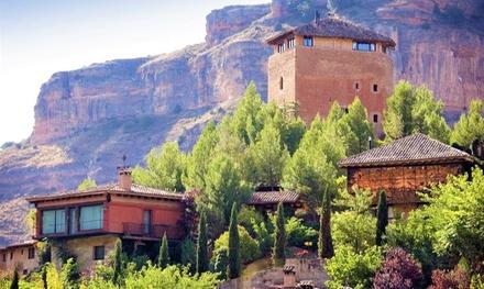 Soria: 1 o 2 noches para 2 personas con desayuno y detalle de bienvenida en Hotel Castillo de Somaen 5*