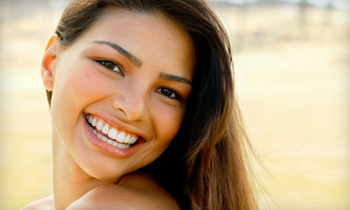 Pearl White Solutions: $29 for an At-Home Professional Teeth-Whitening Kit from Pearl White Solutions ($299 Value)