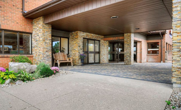 Comfort Inn Waterloo - Waterloo, ON: Stay at the Comfort Inn Waterloo in Waterloo, Ontario, with Dates into December. Kids 17 or Younger Stay Free.