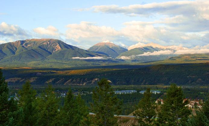 Hilltop Lodge in Canadian Rockies