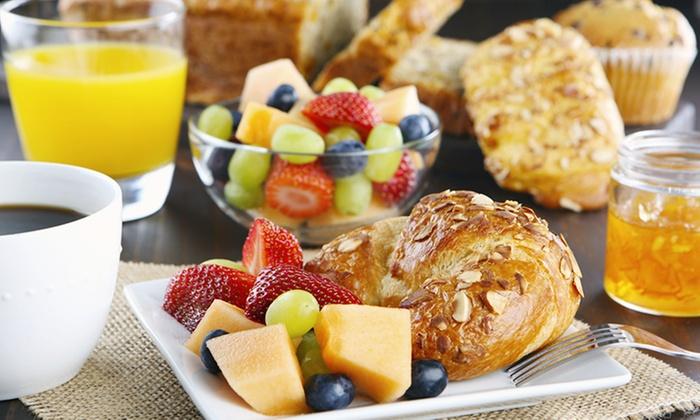 Cafe Evlin - Berlin: Frühstück nach Wahl für zwei oder vier Personen im Cafe Evlin (bis zu 37% sparen*)