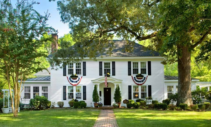 A Williamsburg White House - Williamsburg, VA: One- or Two-Night Stay at A Williamsburg White House in Williamsburg, VA