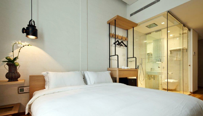 SG: 4* Rustic-Themed Hotel Clover 1