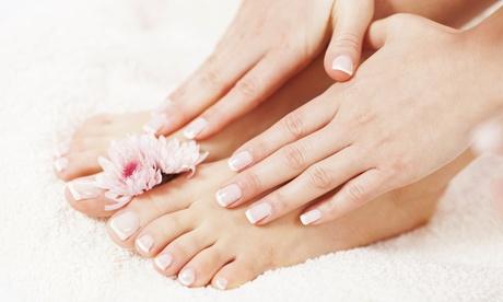2 sesiones de manicura y/o pedicura con esmaltado normal o semipermanente desde 12,95 € en Salon de Belleza Koko