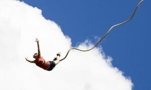 Elastique record: Un saut à l'élastique avec un souvenir et certificat de saut pour 1 ou 2 personnes dès 49 € chez Elastique Record
