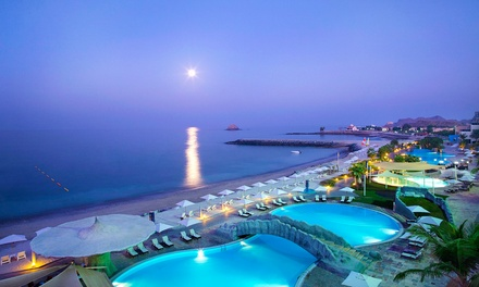 Fujairah: Choice of 1 Night Romantic Packages with Breakfast, Dinner, Chocolates and Beverages at 5* Radisson Blu Resort