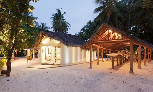 Maldives: 4* Resort + Flights 5