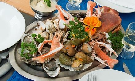 Menú para 2 con surtido de entrantes, mariscada, botella de vino y postre o café desde 34,90 € en La Tasqueta del Port