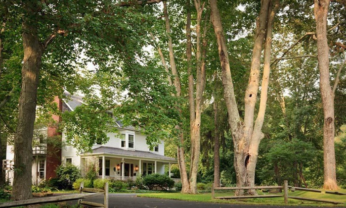 White Oak Inn - Rolling Acres: One- or Two-Night Stay with Dinner Basket at White Oak Inn in Ohio Amish Country