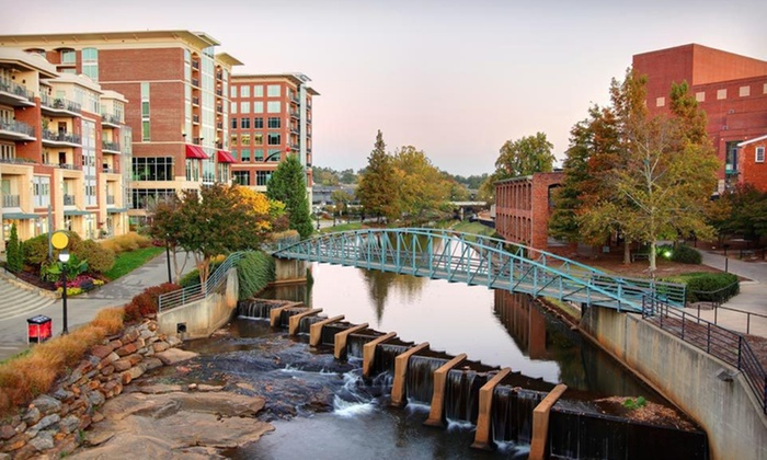 Clarion Inn & Suites Greenville - Eastside: One- or Two-Night Stay for Two with Appetizer at Clarion Inn & Suites Greenville in Greenville, SC