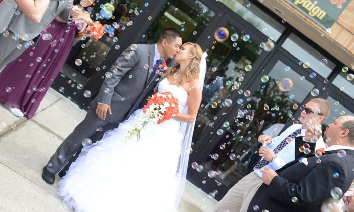 Wedding Photo World - Chicago: $198.99 for Eight Hours of Wedding Photography from Wedding Photo World ($550 Value)