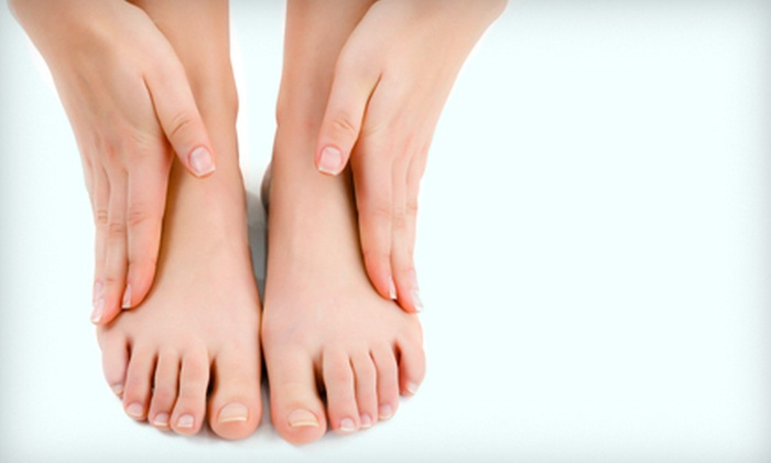 London Laser Health Care Centre - Lambeth: Four Laser Toenail-Fungus Treatments for One or Both Feet at London Laser Health Care Centre (Up to 70% Off)