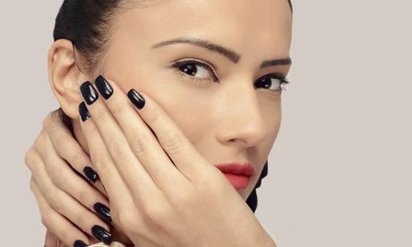 Manicura, depilación de cejas y labio superior con opción a pedicura e higiene facial desde 12,90€ en Pradera Peluqueros