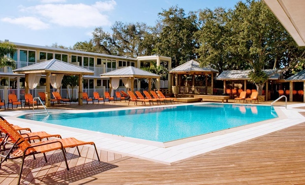 Bentley's Resort Hotel - Osprey, FL: Stay with Dining Credit at Bentley's Resort Hotel in Osprey, FL. Dates Available into October.