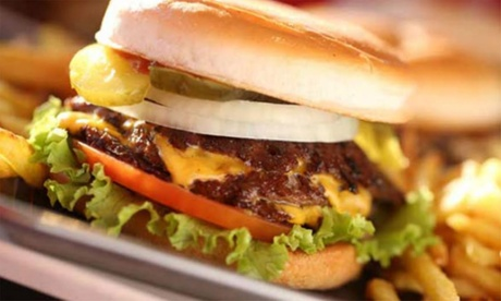 Menú de steakburgers dobles para 2 personas con patatas fritas y bebida desde 14,95 € en Steak 'n Shake