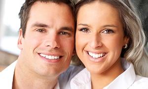 Limpieza bucal con fluorización y revisión por 12 € y con 1, 2 o 4 empastes dentales desde 24 € en dos centros