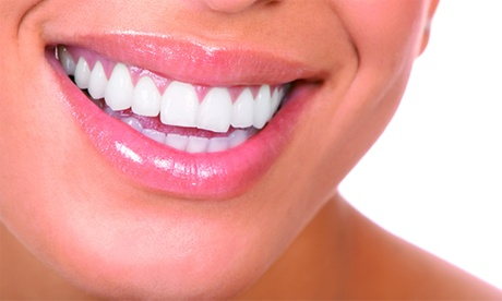 Limpieza bucal con fluorización y opción a 1, 2, 3 4 o 6 empastes desde 9,95 € en Clínica Odontológica María Marenco