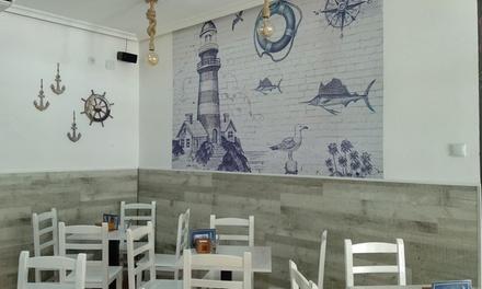 Menú para 2 o 4 con tapas y bebida en El Faro Freiduría Granaína (hasta 51% de descuento)