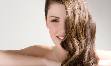 Sesión de peluquería con corte y opción a tinte y/o mechas desde 14,95 € en Elegans