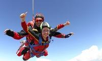 Bon de 100, 200 ou 400 € à valoir sur un saut en parachute pour 1, 2 ou 4 personnes dès 19,99 € avec Skydive Cerfontaine