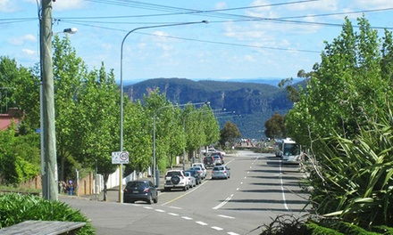 Blue Mountains: 1 to 3 Nights for Two with Breakfast, Wine, Parking and Late Check-Out at Echo Point Motel, Katoomba
