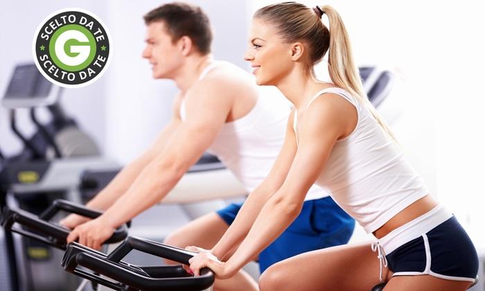 Fitness Club - Più sedi: 10 ingressi in palestra o per i corsi di salsa e bachata da 24 €