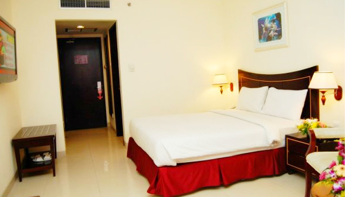 Batam: 4-Star Hotel + Ferry 1
