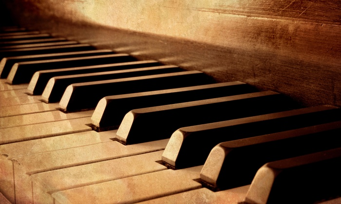 Louie Louie's Dueling Piano Bar - Arlington: Dueling-Piano Show and Pizza for 2, 4, 8, or 12 on Friday or Saturday at Louie Louie's Piano Bar (Up to 67% Off)