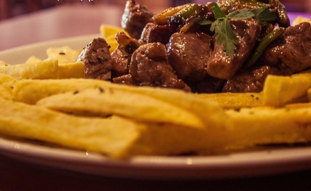 Menú argentino para 2 o 4 con entrantes, principal, postre y bebida desde 24,90 € en La Casa de Matias