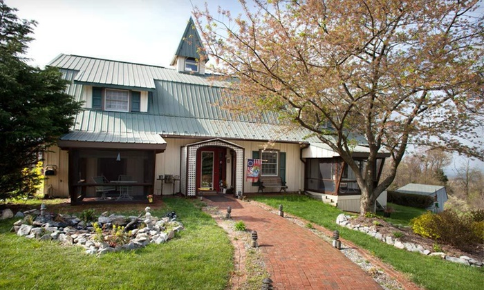 Antietam Overlook Farm - Keedysville, MD: Two-Night Stay at Antietam Overlook Farm in Keedysville, MD