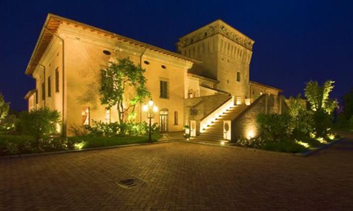 La Tavola Rotonda - La Tavola Rotonda: Bassa Piacentina, Hotel La Tavola Rotonda - Una notte in castello con uso piscina o ingresso spa da 59 € per 2 persone