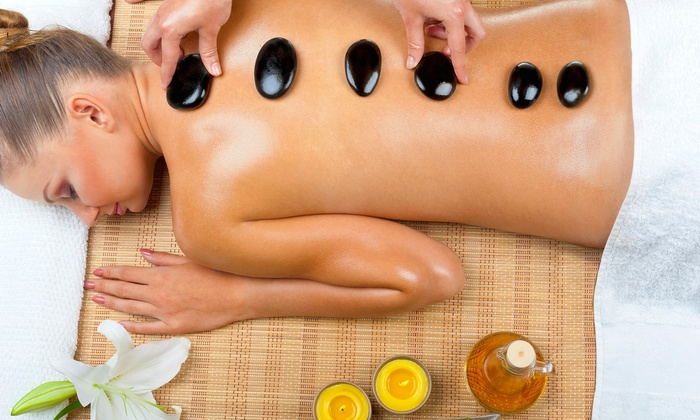Vivani Day Spa - Howard Hills Estates: $59 for a 60-Minute Hot Stone Massage with Aromatherapy at Vivani Day Spa($95 Value)