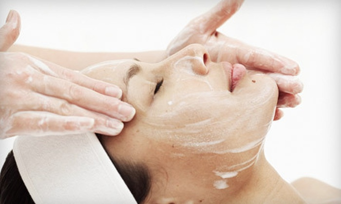 Aesthetic and Anti-Aging Medicine Center - Thornhill: $59 for a Microdermabrasion Treatment and a Retinoic-Acid Peel at Aesthetic and Anti-Aging Medicine Center ($150 Value)