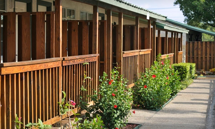Hill Country Inn & Suites - San Antonio: Stay at Hill Country Inn & Suites in San Antonio, TX