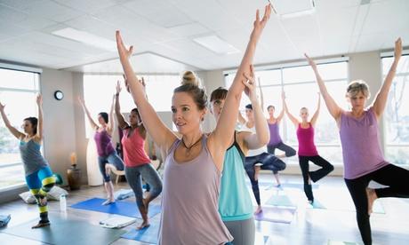 1 o 3 meses de clases de yoga para 1 o 2 personas desde 19,95 € en Yoga Casa