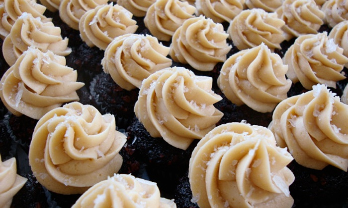 Hungry Heart Cupcakes - Hosford - Abernethy: $9 for 12 Mini-Cupcakes or Macarons at Hungry Heart Cupcakes ($18 Value)