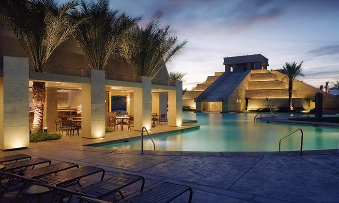 null - Los Angeles: Stay at Cancún Resort in Las Vegas. Dates into December Available.