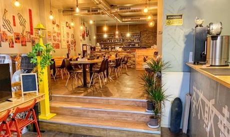 Menú para 2 o 4 con entrante, principal, postre y bebida en Fun饭 and Restaurante Funfan (hasta 54% de descuento)