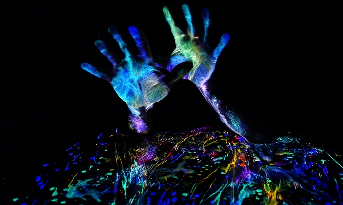 Body-Painting Class in UV Light - Hunters Point: Be Painter and Canvas in UV-Light Body-Painting Class