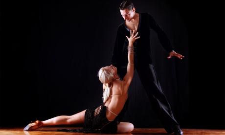3 o 6 meses de clases de baile nivel inicial a elegir desde 39,90 € en Moviments