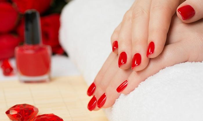 Pose gel ou beauté des mains ou des pieds avec pose de vernis ou gel ou extension de cils dès 21,90€ chez Ongl'Créanail