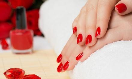 Beauté des mains avec pose vernis semi permanent ou base, option gants chauffants dès 15 € à linstitut En Équilibre