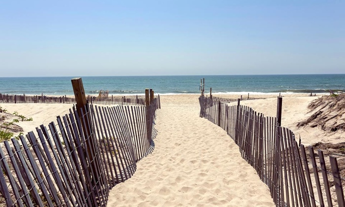 Clegg's Hotel - Ocean Beach, NY: Stay at Clegg's Hotel on Fire Island, NY