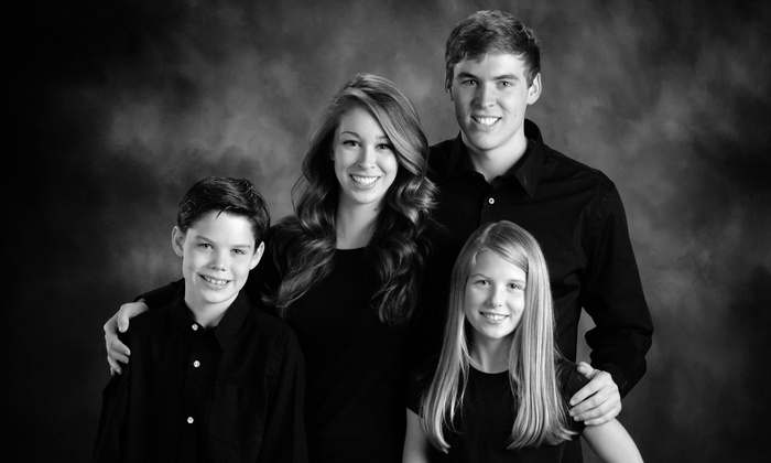 Clique Photography - Bartlett: $39 for a One-Hour In-Studio Photo Shoot from Clique Photography ($400 Value)