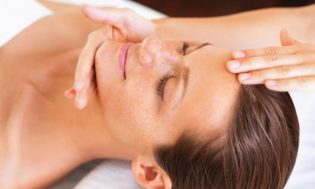 Limpieza, masaje facial, diseño de cejas y tratamiento con opción a masaje corporal desde 19,95 € en Belén Estilistas Oferta en Groupon