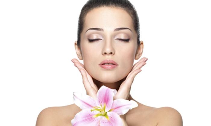 Estetica Perla Nera - ESTETICA PERLA NERA: 3 o 6 pulizie viso in base al tipo di pelle da 19 € invece di 150