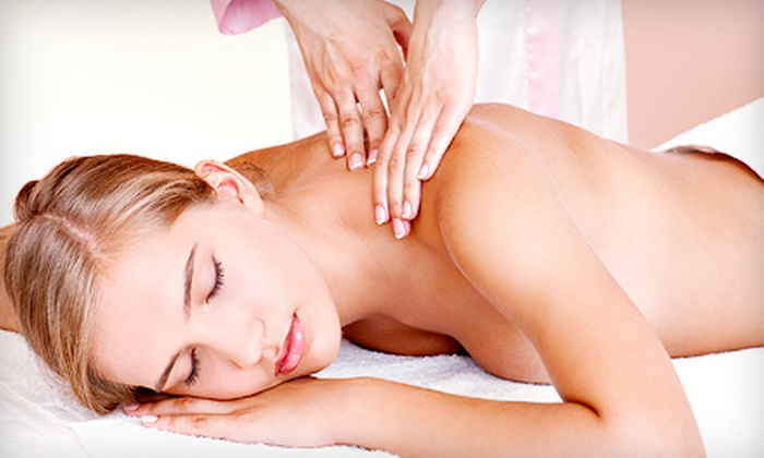 Acu-Na Wellness Center - Hoopers Creek: $89 for an Ayurvedic Herbal Massage Package at Acu-Na Wellness Center ($182 Value)