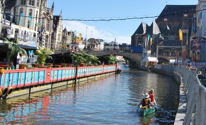 Nomad & Rebel - GENT: VIP-kano arrangement voor 2 door Gent met champagne en amuse van gerookte zalm of oesters bij Nomad & Rebel