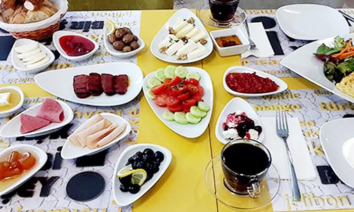 Alaçatı sakızlı kahve Plus - İzmir: Alaçatı Sakızlı Kahve Plus'ta 2 Kişilik Serpme Kahvaltı ve Sınırsız Çay 17,90 TL